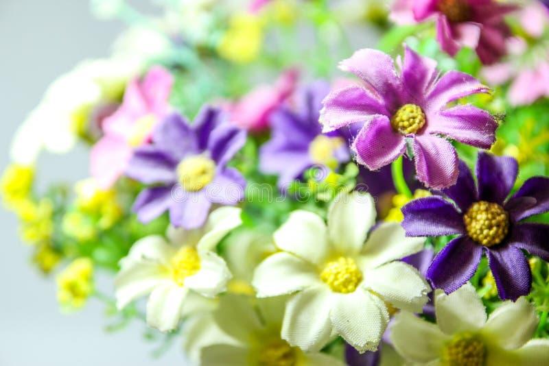 Konstgjorda blommor arkivbild