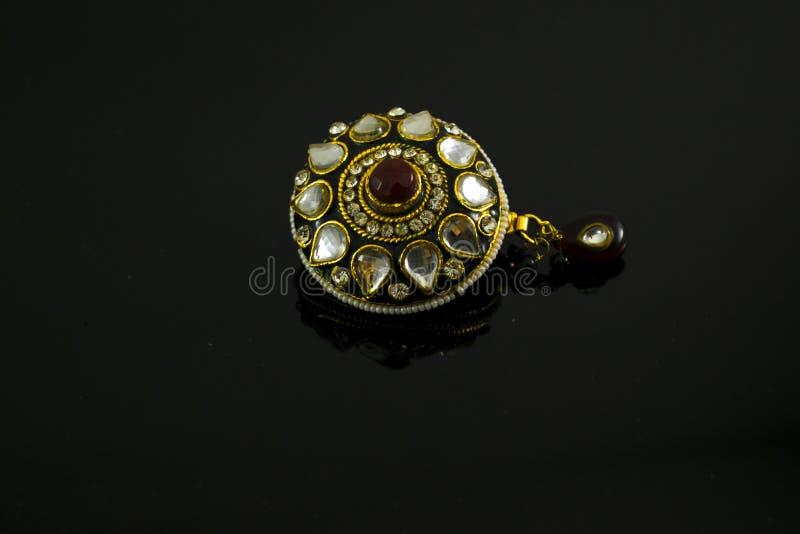 Konstgjorda färgrika smycken för kvinnor arkivbilder