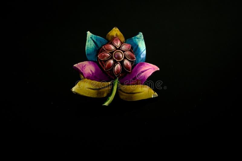 Konstgjorda färgrika smycken för kvinnor royaltyfri foto