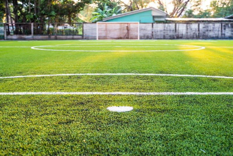 Konstgjort gräs för fotbollfält arkivbild