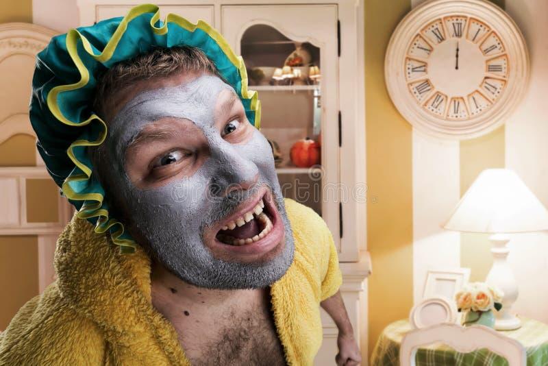 Konstig man med ansiktsmask royaltyfria foton