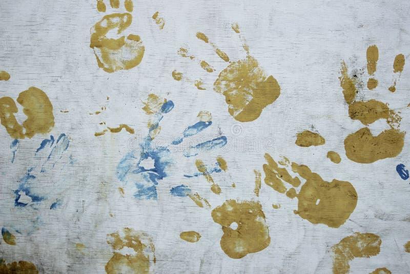 Konstiga färgrika handtryck över vit bakgrund arkivfoton