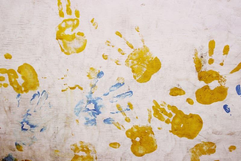 Konstiga f?rgrika handtryck ?ver vit bakgrund royaltyfri bild