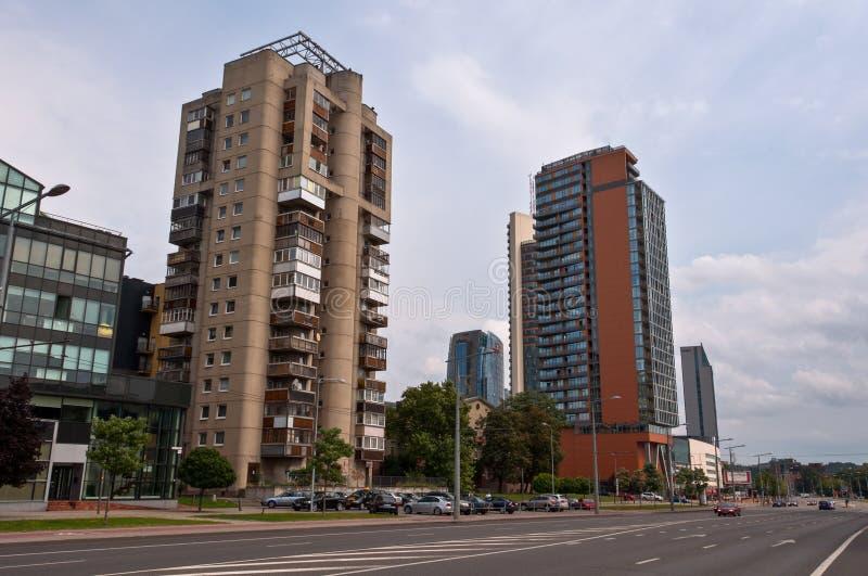 Konstitucijos大道在有老和新的大厦的维尔纽斯市 免版税图库摄影