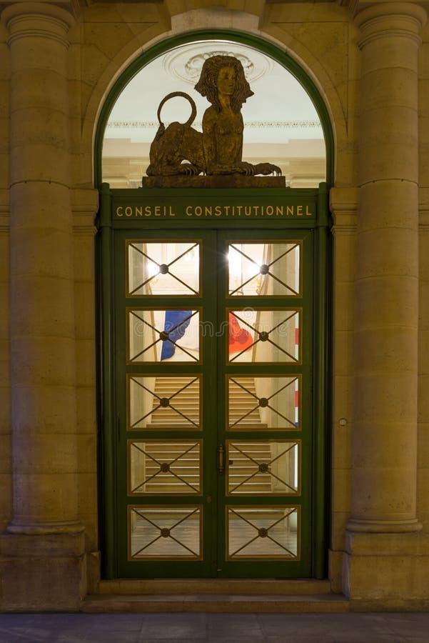 Konstitutionellt råd i Palais Royal i Paris royaltyfri bild