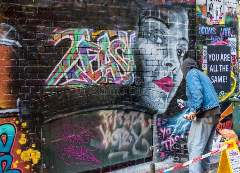 Konstnär och grafitti i Melbourne, Australien royaltyfri foto