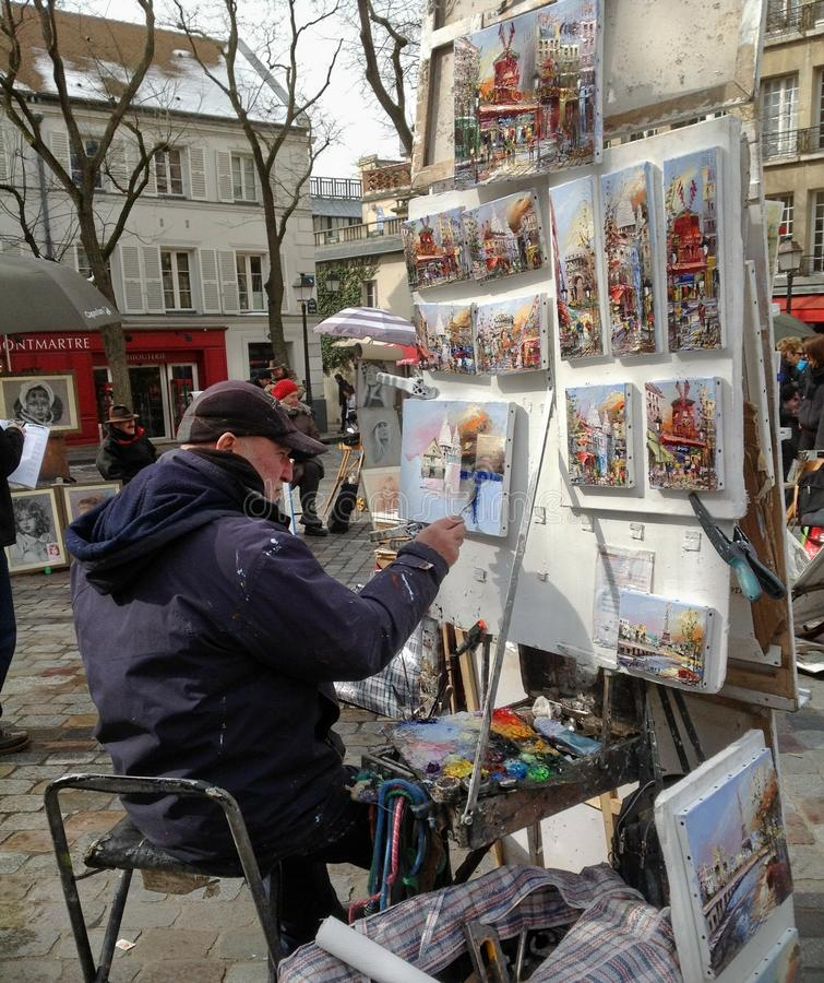 Konstnär Painting på Montmare i Paris Frankrike arkivbilder