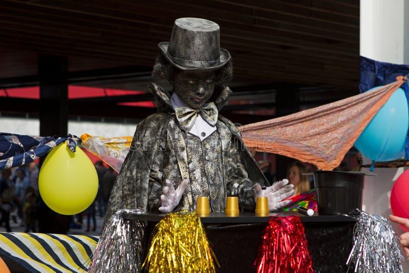 Konstnären beskriver trollkarlen under världsmästerskap som bor statyer i Arnhem royaltyfria foton