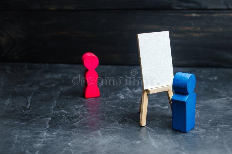 Konstnären målar en stående av kvinnor Konst målning, teckning Begåvad person Analys och själv-förbättring, hobby Trä arkivbild