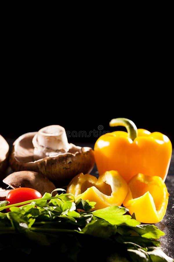 Konstnärlig bild av olik typ av den sunda organiska grönsaknollan royaltyfri bild