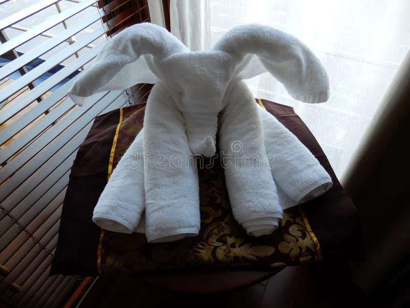 Konstnärlig handdukvikning royaltyfri foto