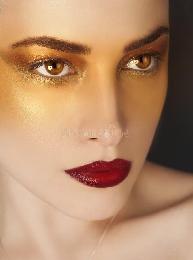 Konstnärlig makeupskönhetstående arkivfoton