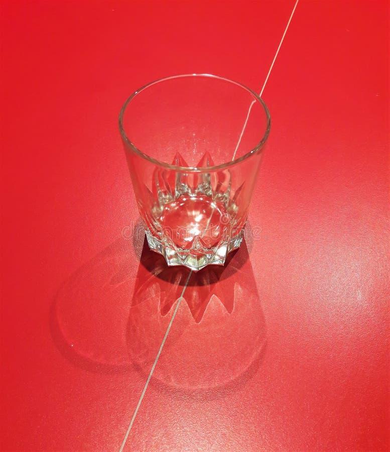 Konstnärlig skugga av ett whiskyexponeringsglas royaltyfri bild