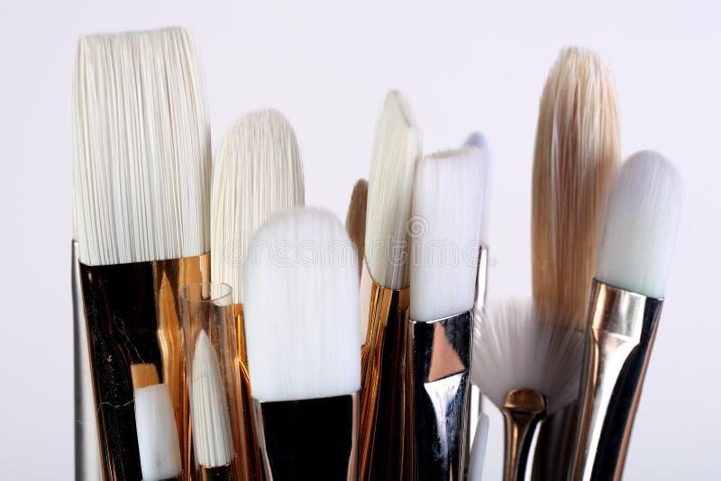 konstnären brushes målarfärg fotografering för bildbyråer