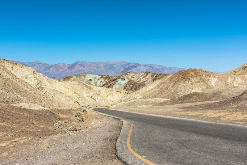 Konstn?r Drive i den Death Valley nationalparken, Kalifornien royaltyfri bild