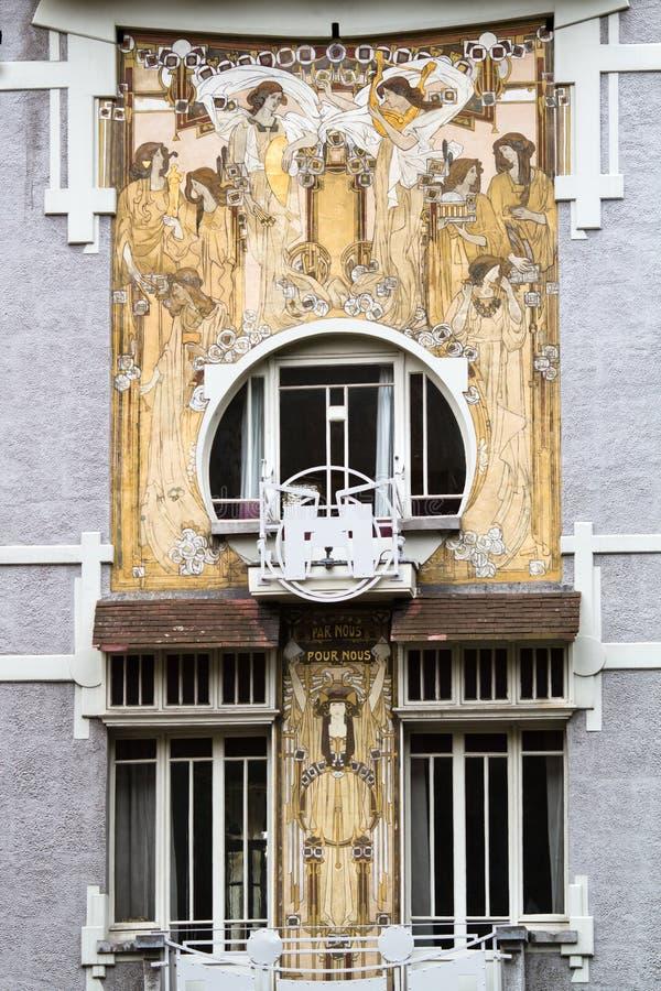 Konstnouveauhusfasad i Bryssel royaltyfria bilder