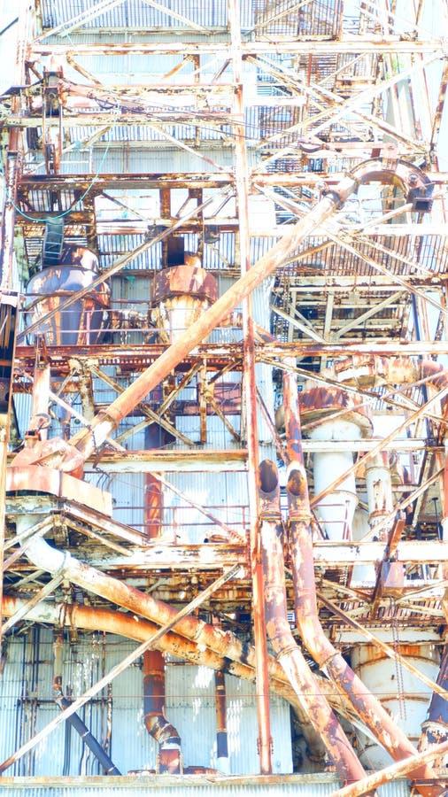 Konstrukcja surowej metalowej z opuszczonej fabryki zdjęcie royalty free