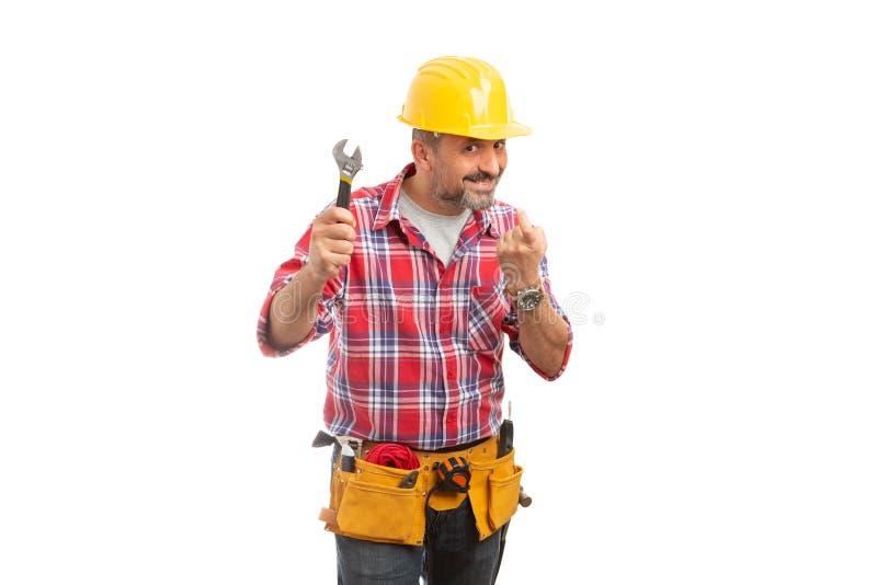 Konstruktörn med skiftnyckelframställning kommer här gesten royaltyfria bilder