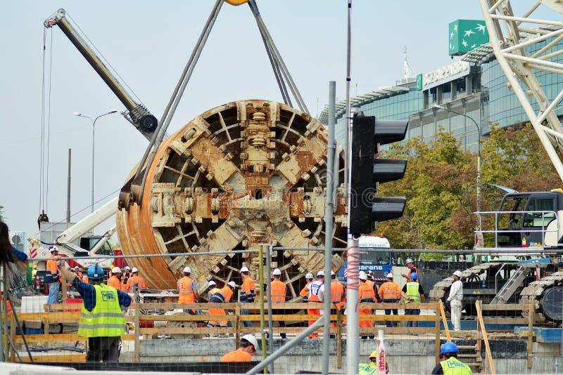 Konstruktion av den andra tunnelbanalinjen Tunnelborrningmaskin p? g?ngtunnelkonstruktionsplatsen fotografering för bildbyråer