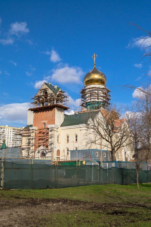 Konstruktion av domkyrkan av St Andrei Rublev i det kommunala området Ramenki för Moskva arkivbilder