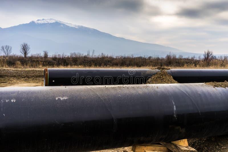 Konstruktion av rörledningen för gasledningtrans. Adriatiska havet - KNACKA LÄTT PÅ i inget arkivfoto