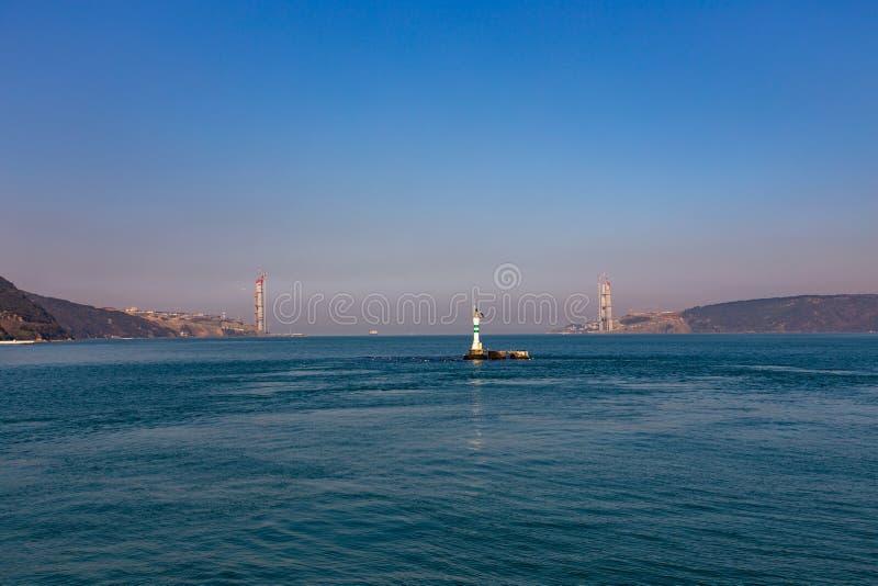 Konstruktion av Sultan Selim Grozny Bridge i den Bosphorus kanalen, mars 2014, Turkiet fotografering för bildbyråer