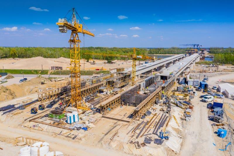 Konstruktion av viadukten på den nya huvudvägen S7, Luban, Polen arkivfoton