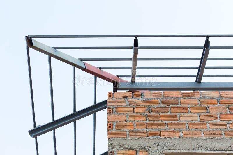 Konstruktion för bostads- byggnad för bråckband för tak för stålstrålar royaltyfri foto