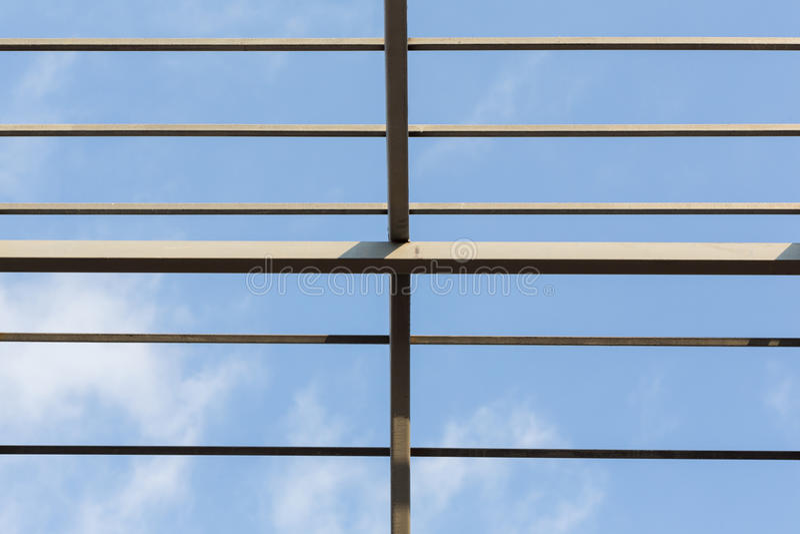 Konstruktion för bostads- byggnad för bråckband för tak för stålstrålar arkivfoto