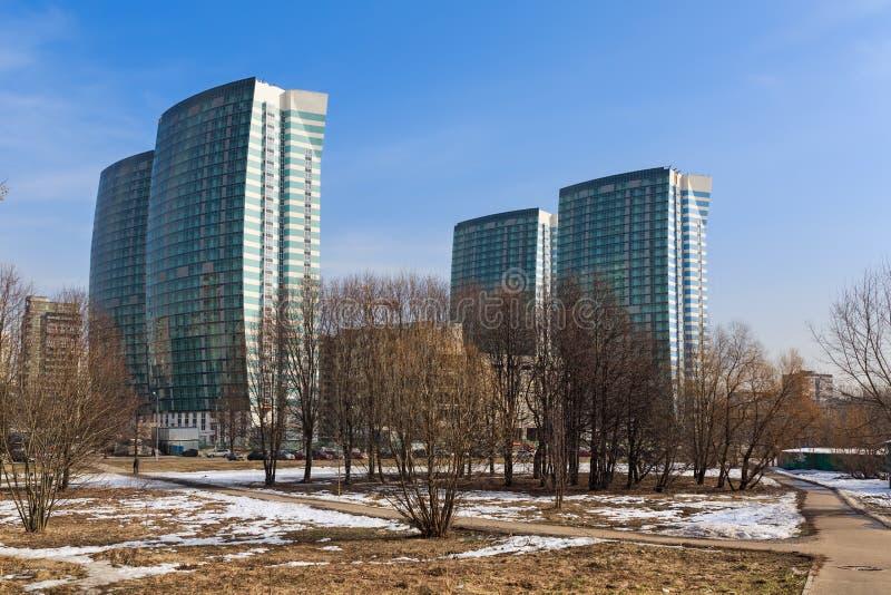 Konstruktionen av en modern bostads- komplex hastig ryss: Flotiliya moscow russia arkivbilder