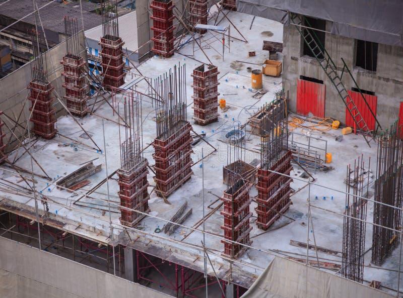 Konstruktionsbranscher, plats för konstruktion för byggnad för andelslägenhetskyskrapabetong på högt ställe Real Estate projekt, arkivfoto