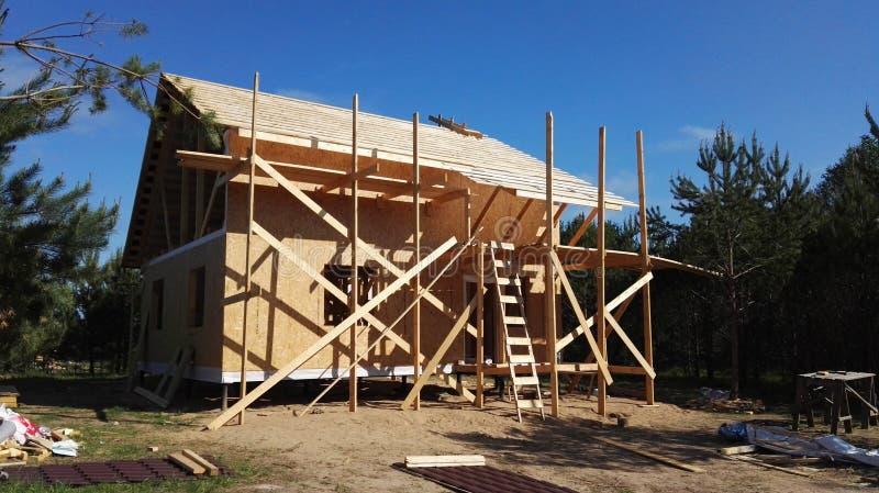 Konstruktionsbyggnad, plats för konstruktionsprojekt, bygd, stuga för landshus arkivfoto