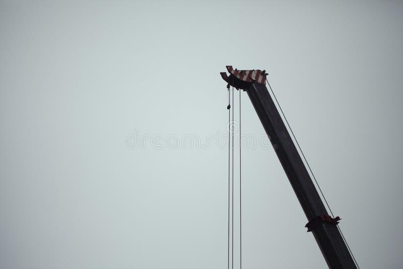 KonstruktionsCrane Lifting Offshore Industry Concept bakgrund med negativt utrymme - byggnads- och konstruktionsbegrepp fotografering för bildbyråer