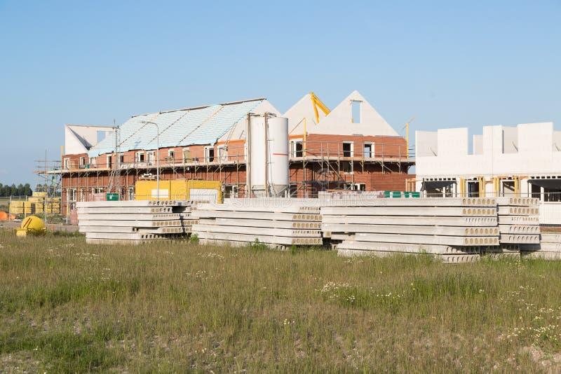 konstruktionsfamiljen houses lokalen royaltyfria foton