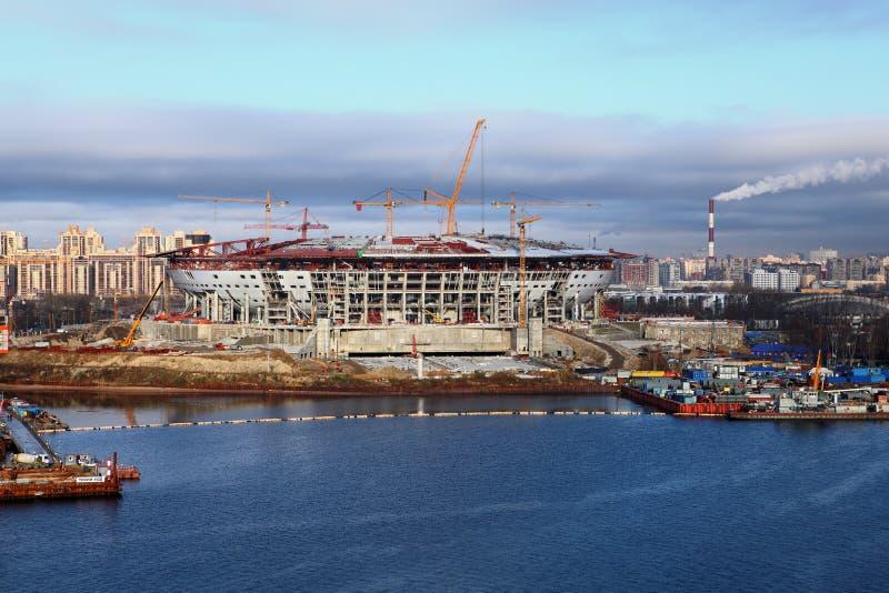 konstruktionsfotbollstadion under arkivfoto