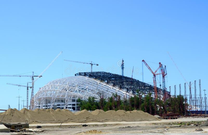 Konstruktionskonstruktion av stadionöppningen och de stängande ceremonierna Fisht royaltyfri foto