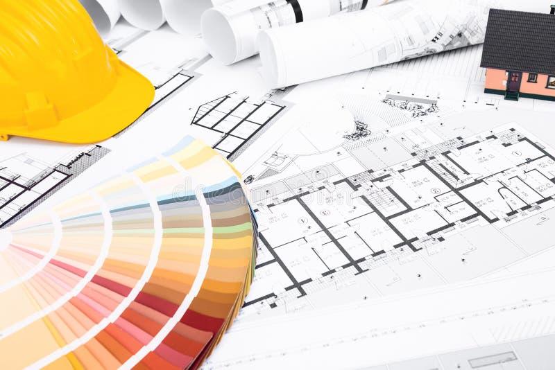 Konstruktionsplan med färgpaletten och miniatyrhuset royaltyfri fotografi