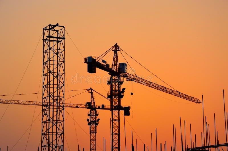 Konstruktionsplats i solnedgång royaltyfria foton