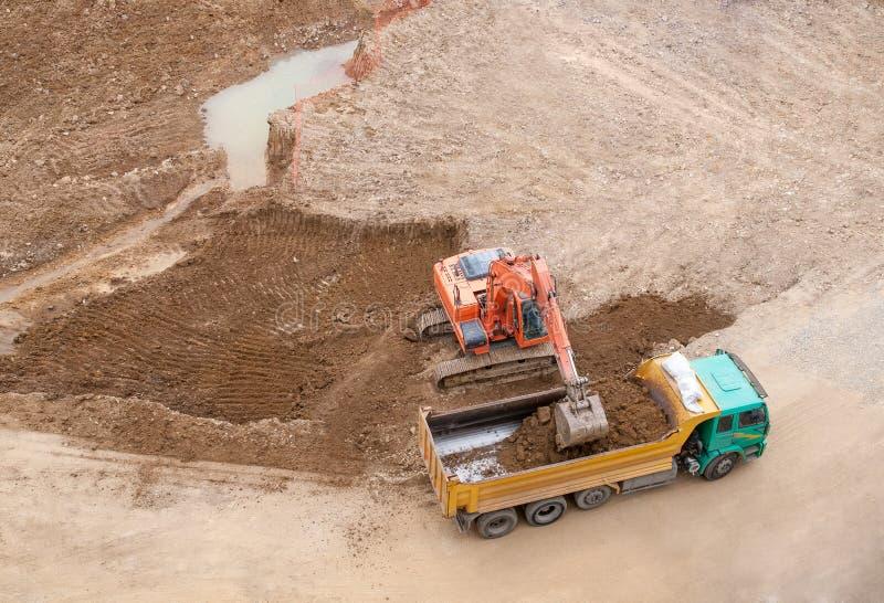 Konstruktionsplats och grävskopa royaltyfri foto