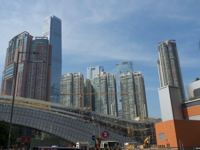 Konstruktionsplatsen av den västra kowloon järnvägsstationen med tornet sky100 i arkivbilder