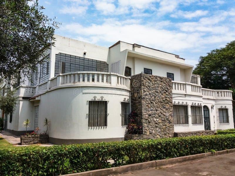 Konstruktionsstilar och hus av San Isidro i Lima - Peru fotografering för bildbyråer