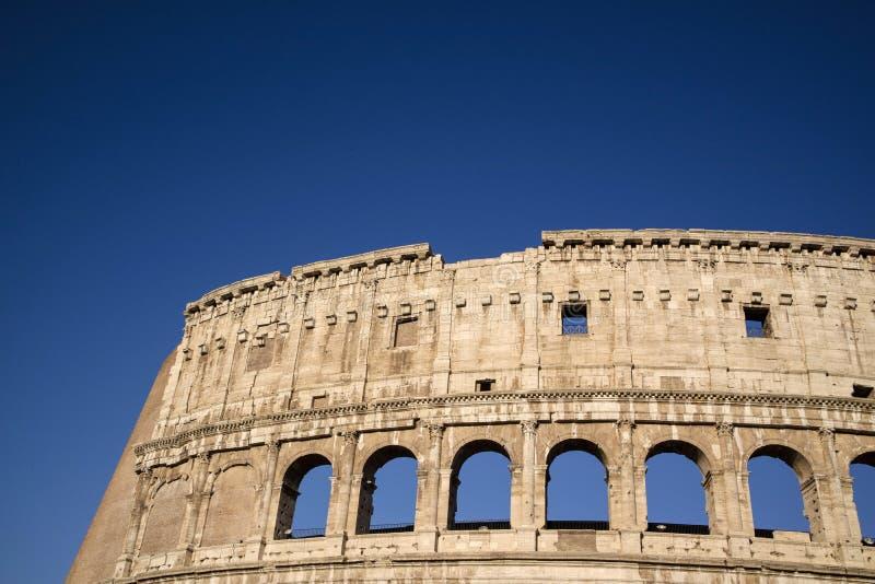 Konstruktiva detaljer av Colosseumen royaltyfri fotografi