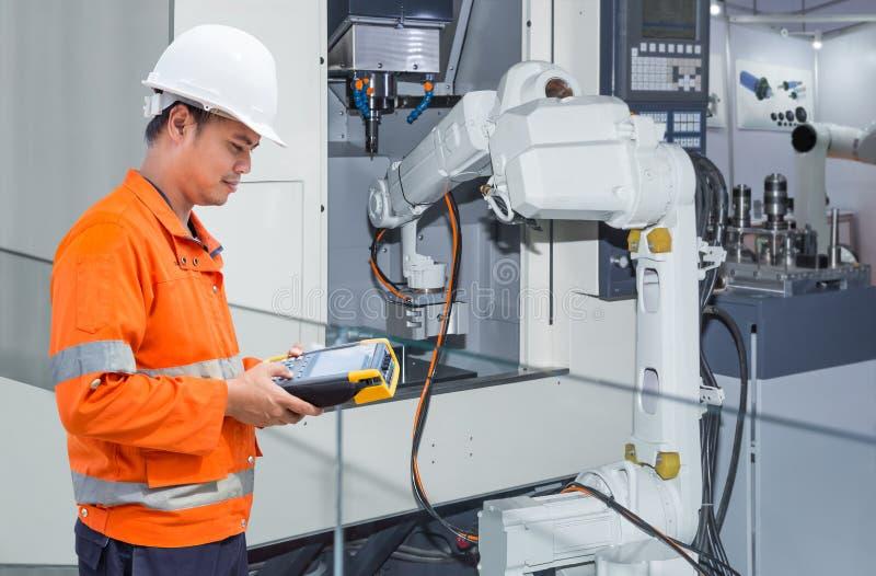 Konstruuje programować automatycznego mechanicznego ręki maszynowego narzędzia CNC fotografia stock