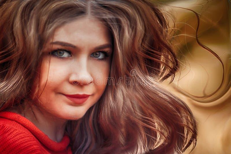 Konststående av den trevliga flickan med flyghår royaltyfri fotografi