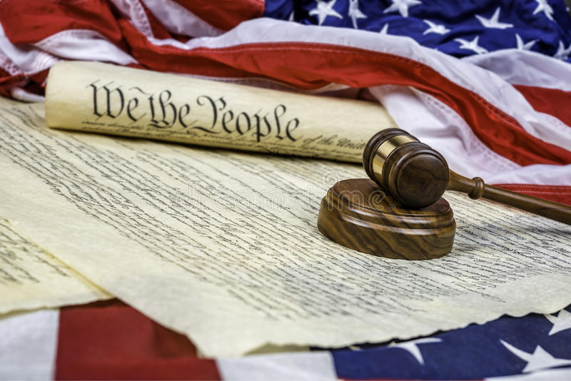 Konstytucja i młoteczek obrazy stock