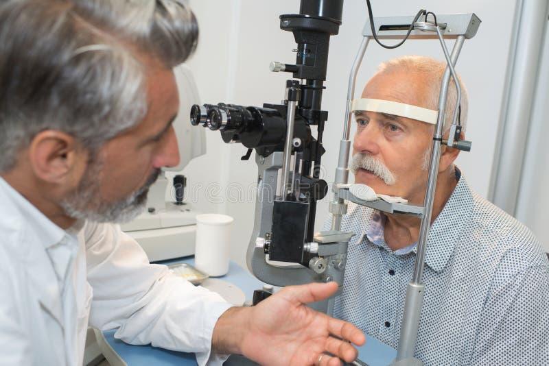 Konsultacja z oftalmologiem obrazy royalty free