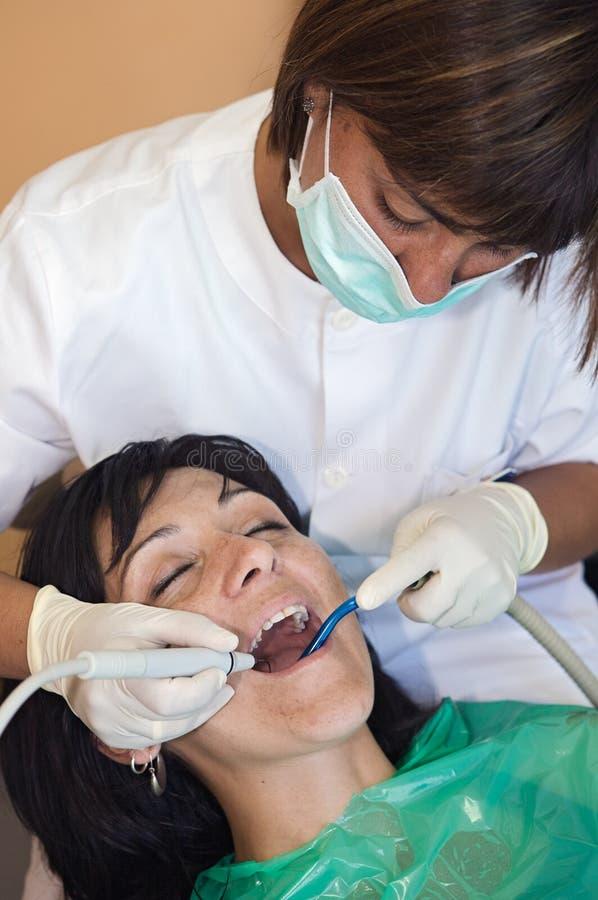 Konsultierung eines Zahnarztes stockfoto