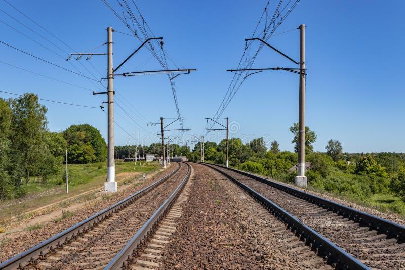 kontaktów druty i szeroki wymiernik ostro protestować w perspektywie wiosna dzień przemysłu kolejowy transport, logistyka moscow zdjęcie stock