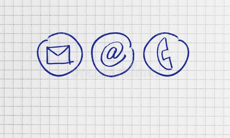 Kontakta alternativ p? rutigt begrepp f?r skrivande block arkivfoton