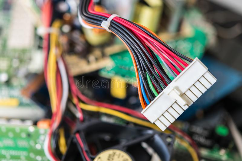 Kontaktdon med maktkablar för datormainboard royaltyfri fotografi